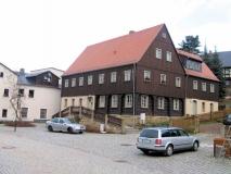alte_Schule_neuer_Dorfplatz_Hinterhermsdorf_klein