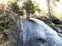 kuesntlicher_Wasserfall_im_Edmundsklamm_klein