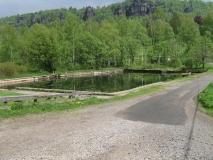 ehemaliges_Schwimmbad_in_Ostrov-Eiland_klein