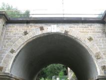Grenzstein_Gelobtbachtalmuehle_Bahnunterfuehrung_klein