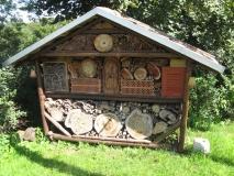 riesiges_Insektenhotel_in_Zeschnig_klein