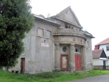 Eingang_ehemaliges_Kino_in_Nixdorf_klein