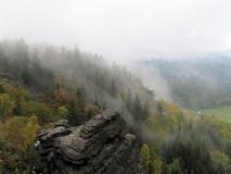 Nebel_am_Hang_des_Kleinen_Zschirnsteinen_klein