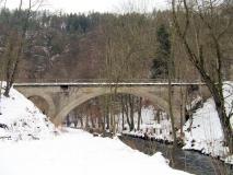 Viadukt_Schwarzbachtalbahn_im_Winter_klein