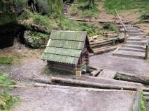 Hundehuette_Friensteinborn-Zugang_Idagrotte_klein