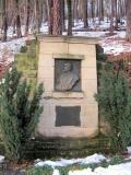 Denkmal_Rudolf_Sendig_Luchsgehege_klein