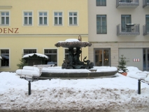winterlicher_halber_Sendig-Brunnen_klein