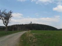 Weifbergturm_gesehen_von_Nixdorfer_Strasse_klein