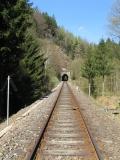 Eisenbahnstrecke_mit_Tunnel_Sebnitztal_klein