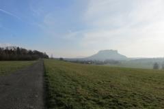 Blick_am_Fusse_des_Rauenstein_zur_Festung_klein