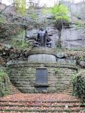 Wagner_Denkmal_im_Liebethaler_Grund_klein