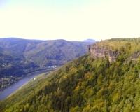 Felswand_und_Elbe_am_Rosenkamm_klein