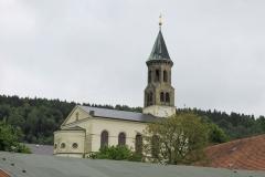 Vorderseite_Kirche_von_Saupsdorf_klein
