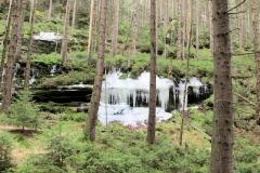 Eiszapfen_im_Weissbachtal_klein