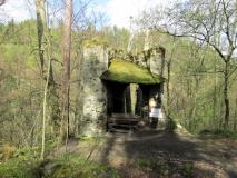 Ecke_von_Ruine_Gossdorfer_Raubschloss_klein