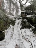 Stufen_mit_Bahnschwellen_und_Schnee_klein