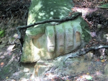 Sandsteinhand_am_Steinbruchpfad_klein