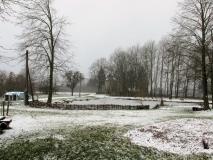 winterlicher_Teich_vor_Windmuehle_klein
