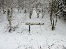 winterliches_Schild_Schwarzbachtal_klein