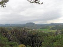 Blick_von_Lokomotive_auf_Tafelberge_klein