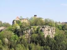 Blick_vom_Hockstein_auf_Burg_Hohnstein_klein
