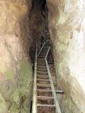 Treppe_durch_Felsspalte_am_Hockstein_klein