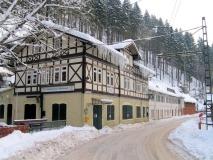 winterliches_Gasthaus_Lichtenhainer_Wasserfall_klein
