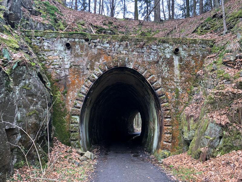 Eisenbahntunnel_Schwarzbachtal_klein
