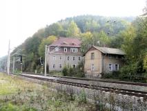 Haeuser_zwischen_Bahnlinie_und_B172_klein