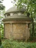 Mausoleum_von_links_klein