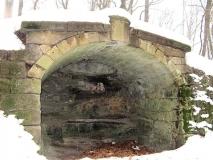 winterliche_Grotte_unter_Schiller-Denkmal_klein