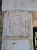 Mausoleum_Biedermann_Wappen_links_klein