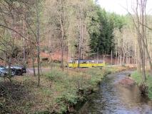 Herbstliches_Kirnitzschtal_mit_Strassenbahn_klein