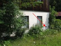 Bienhof_Hammergut_Stirnseite_Hochwassermarke_klein