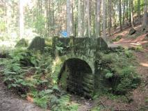 Sandsteinbruecke_am_Schindergraben_Hohnstein_klein