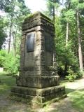 Weltkriegsdenkmal_am_deutschen_Friedhof_Losdorf_klein