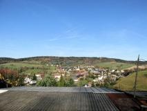 Blick_auf_Saupsdorf_mit_blauem_Himmel_klein