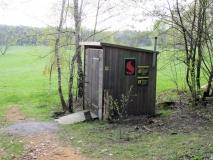Nikolsdorf-Biwak_Toilettenhaus_klein