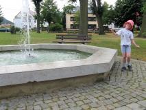 Springbrunnen_Dorfplatz_Gohrisch_klein