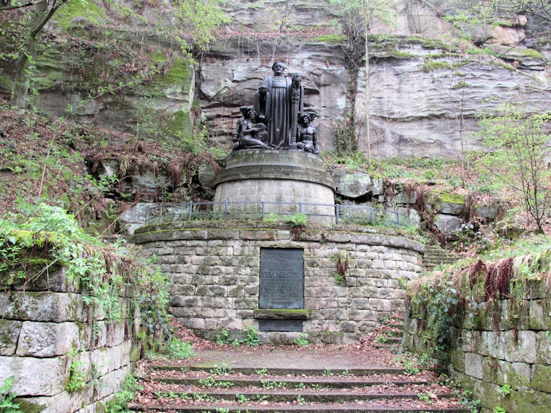 Wagnerdenkmal_Liebethaler_Grund_klein