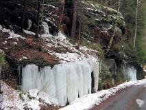 Eisvorhang_im_Krippenbachtal_klein